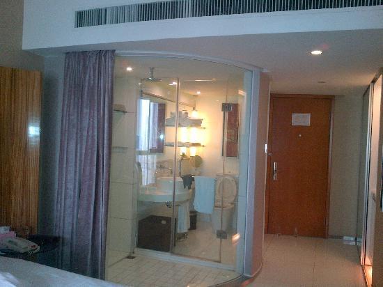 E.M Grand Hotel: 卫生间