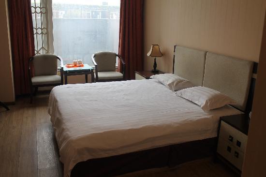 Ziqidonglai Business Hotel: 大床房
