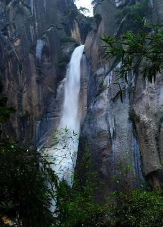 Nyingchi County, China: 卡定沟天佛瀑布