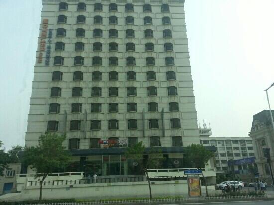 Ease Hotel Tianjin Nanjing Road Xiaobailou Subway Station: 168