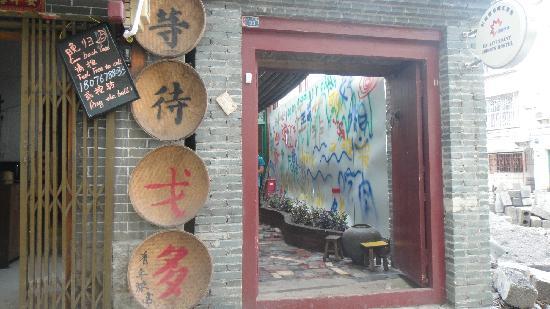 Yangshuo En Attendant Godot's Hostel: 酒店大门