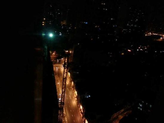 Guangyong Lido Hotel: 这是从房间22楼照下去的马路隔壁还在建房子