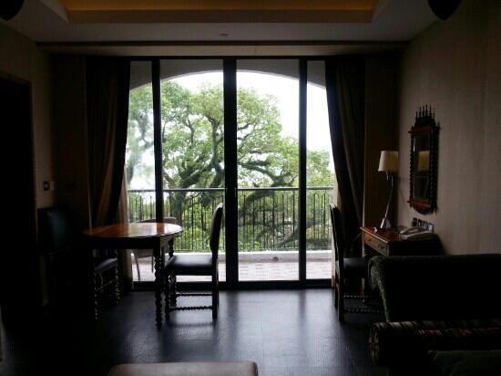 Pousada De Sao Tiago: 喜欢的那个房间,正对樟树。