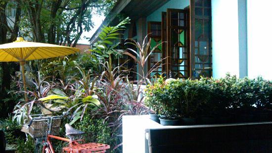 At Pingnakorn Hotel Chiangmai: 院落
