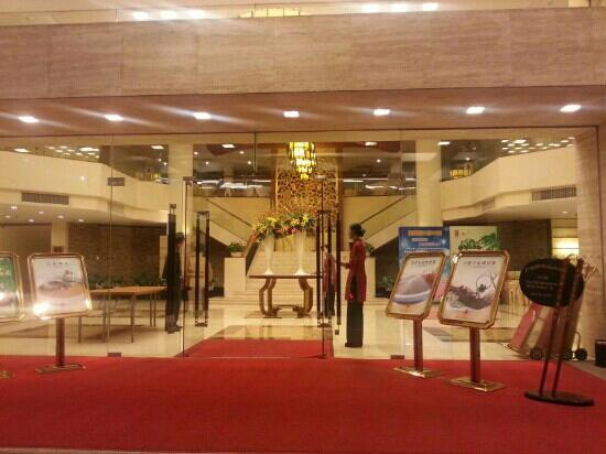 Royal Hotel : 酒店大门