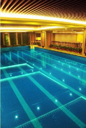 Yuanrun Tianmu Hot Spring Hotel: 酒店游泳池