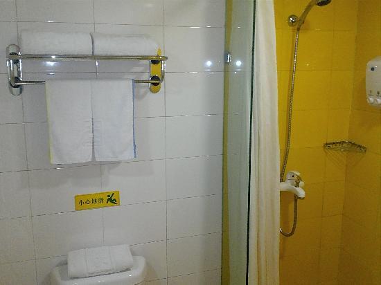 Home Inn (Dalian Development Zone): 卫生间