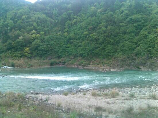 Mt.Yandang Resort: 清流水