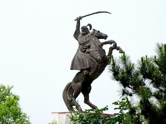 Genghis Khan Temple: 成吉思汗及坐骑蒙古马雕塑。