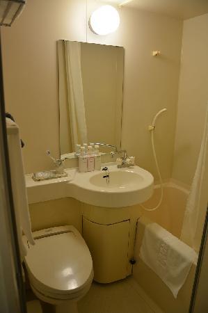 Urban Hotel Kyoto: 冷热水,沐浴液洗发液都很齐全,马桶都是带热水冲洗的