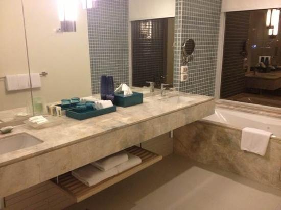 Holiday Inn Shanghai Vista: 厕所