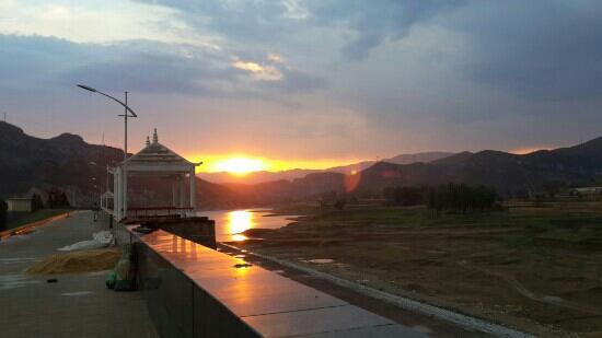 Weihui, China: 夕阳无限好