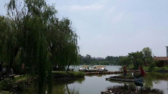 Kaifeng Iron Tower Park : 铁塔湖