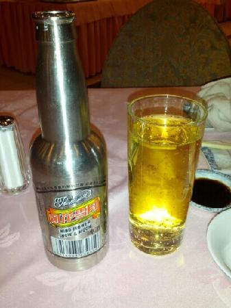 Manwan Hotel: 酒店餐厅的大理啤酒