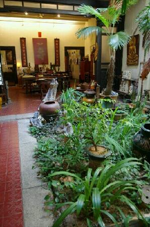 Malaqa House: 店内