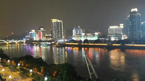 the Minjiang River: 闽江夜景