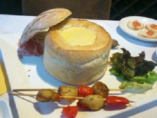 Paradox French Restaurant and Wine Bar: 芝士堡