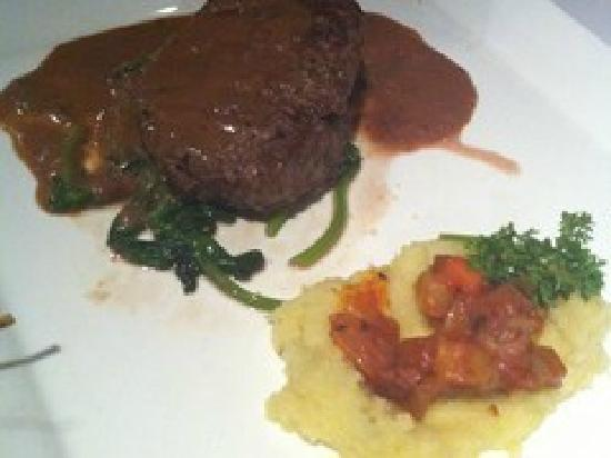Paradox French Restaurant and Wine Bar: 牛排