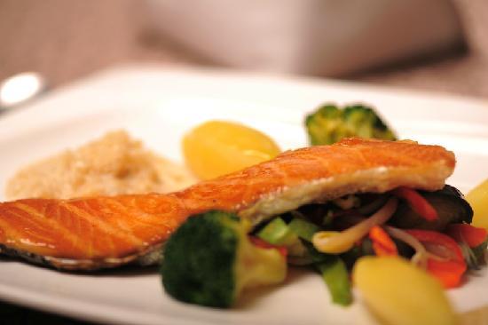 Le Petit Paris - French Restaurant: 三文鱼