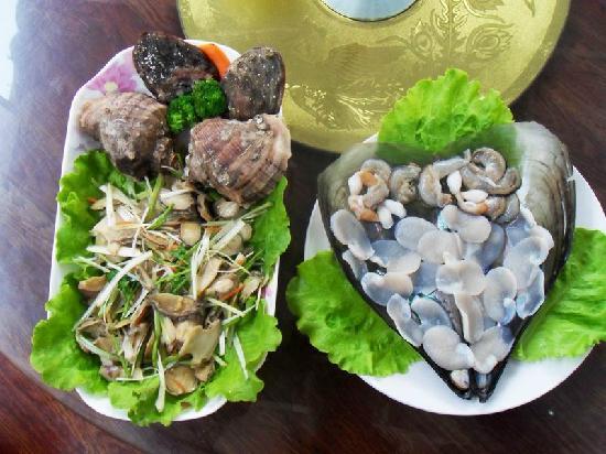 Liangliang Yujiale : 鲍鱼海螺拌菜、生吃江珧贝 非常好吃