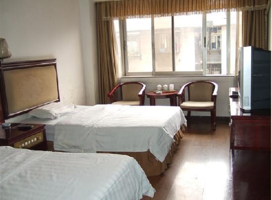 Yueluo Hotel : 标准双人房