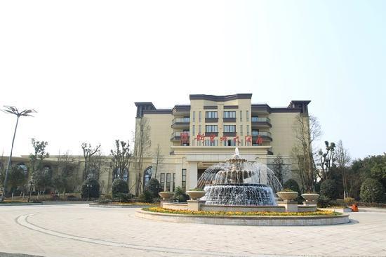 Xinhuangcheng Hotel: 酒店正面图