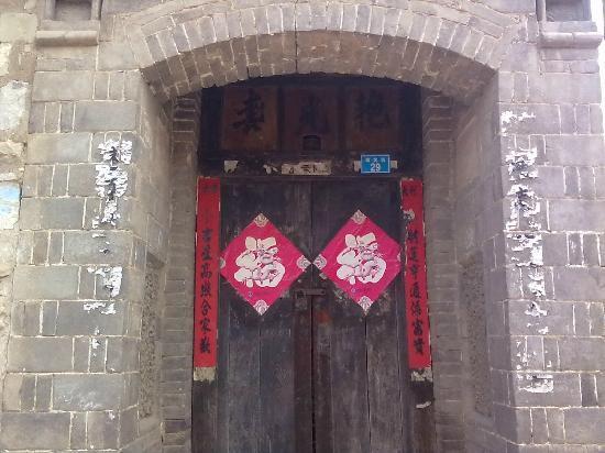 Yinfeng Mountain: 旁边村的古老建筑