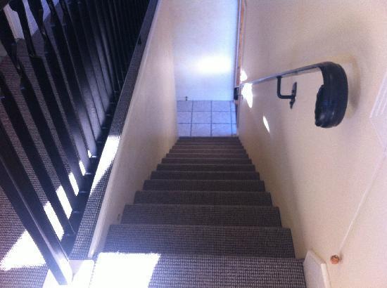 Manata Lodge: 楼梯
