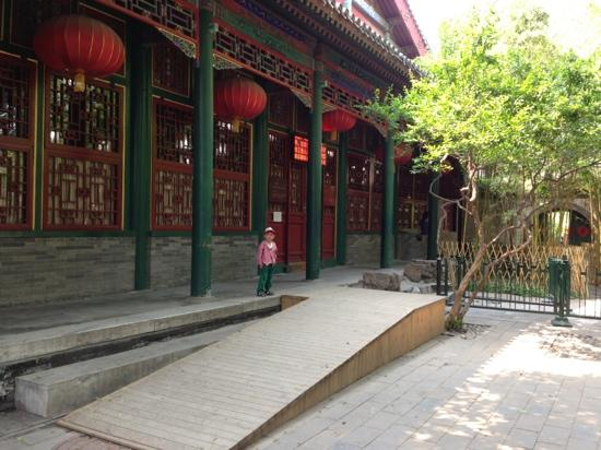The Grand Theater Building of Prince Kung's Mansion: 等待开戏