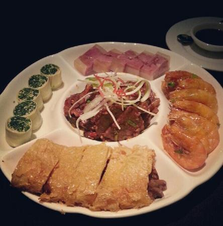 Shanghai Lo Ching Hing Restaurant: 改良过的上海菜 不过分甜 很好