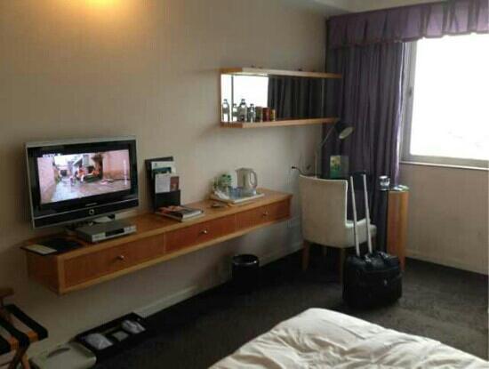 Lijing International Hotel : 服务还不错,就是房间有点小