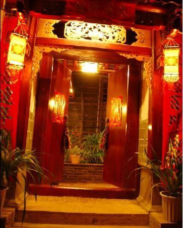 Adu Hostel Lijiang Shuhe: 客房的大门