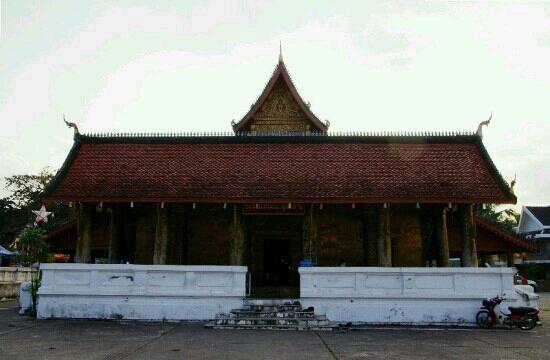Wat Mai Suwannaphumaham: 寺庙