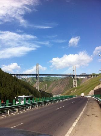 Guozigou Valley: 果子沟大桥