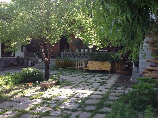 Zuwu Inn: 客栈的院坝