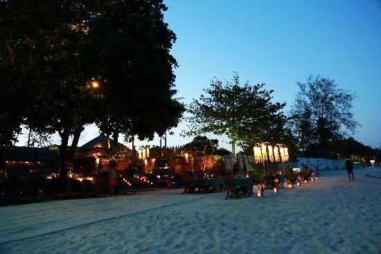 โรงแรมบุรี รสา วิลเลจ: 摄于傍晚