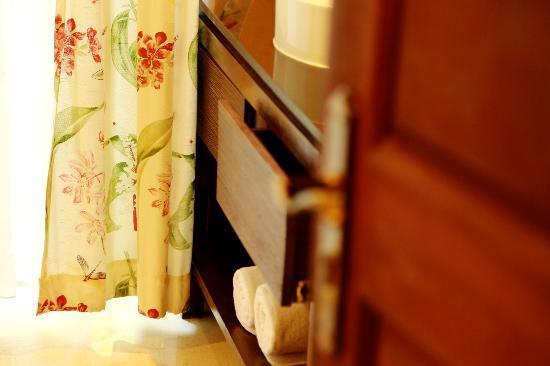 โรงแรมบุรี รสา วิลเลจ: 浴室细节