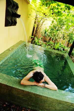 โรงแรมบุรี รสา วิลเลจ: 房间的泳池