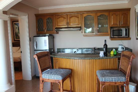 Monaco Suites de Boracay: 开放厨房