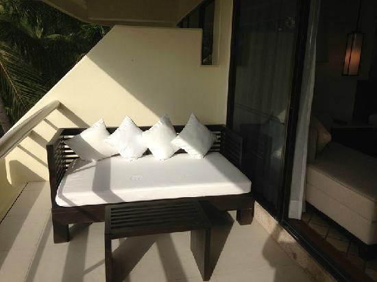 Hilton Phuket Arcadia Resort & Spa: 阳台有沙发,坐坐还是很舒服