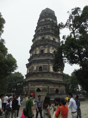 Cloud Rock Leaning Pagoda (Yunyan Ta): 虎丘塔