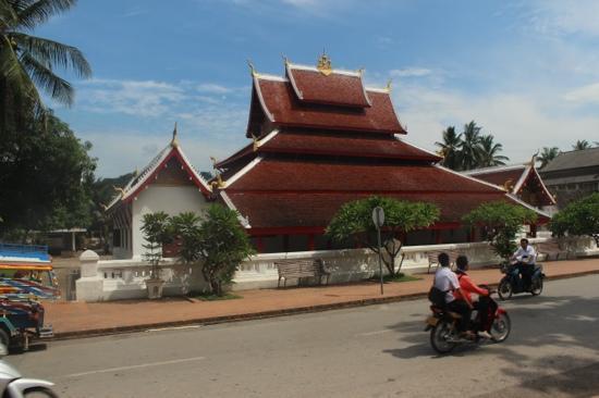 Wat Mai Suwannaphumaham: wat Mai