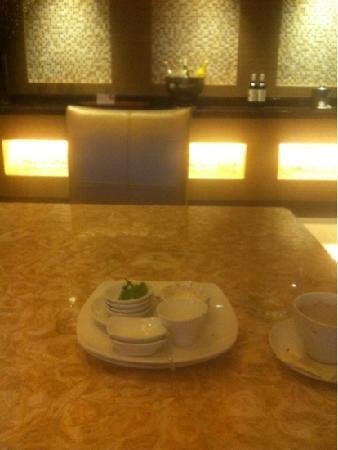 Courtyard Kunshan: 酒廊人不多,东西好吃