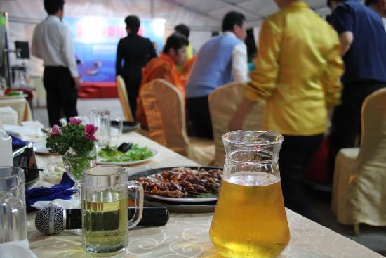 Seaview Apartment Hotel Weihai: 啤酒广场