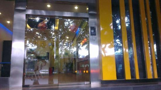7 Days Inn (Chongqing Daping): 酒店外围