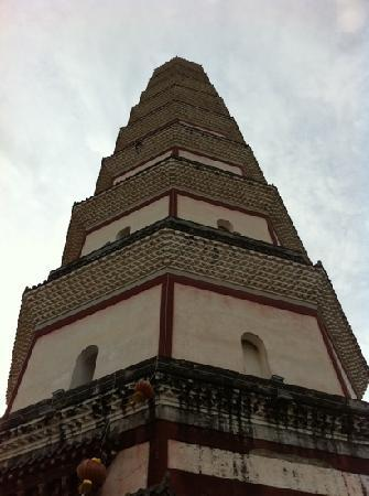 Baoguang Tower: 宝光塔