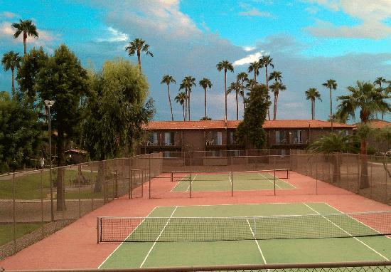 Scottsdale Park Suites: 打网球很开心