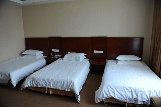 Yilong Hotel: 三人间