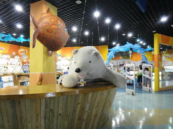 Tianjin Haichang Polar Ocean World : 超大北极熊,好想抱走