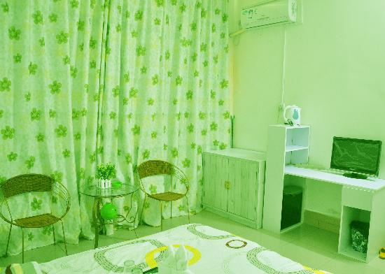 7 Day Family Apartment: 电脑房